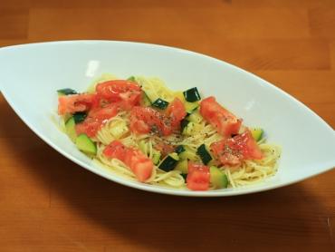 ズッキーニとトマトの冷製パスタ