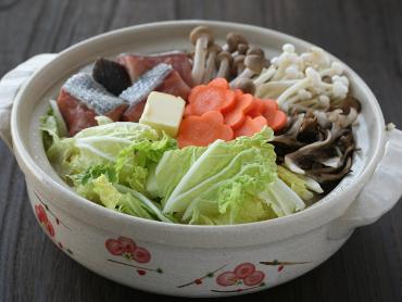 キノコと鮭のミルク鍋