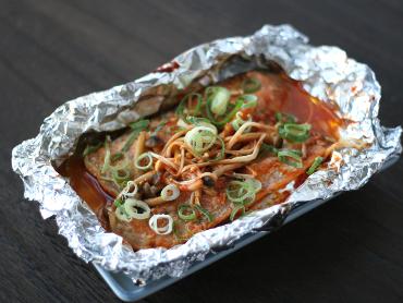 鮭の韓国風ホイル焼き