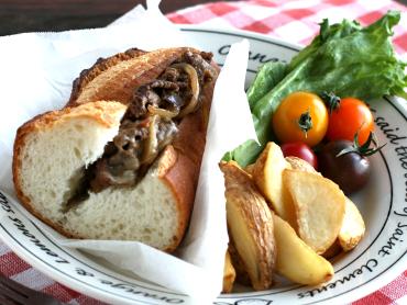 牛肉のチーズサンドウィッチ