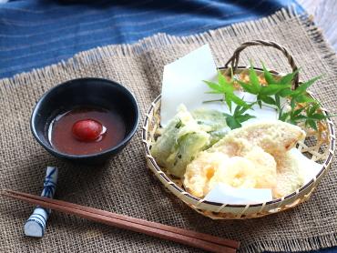 トマト天つゆの海老と野菜の天ぷら