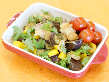 鶏肉とゴロゴロ夏野菜のガーリックソテー